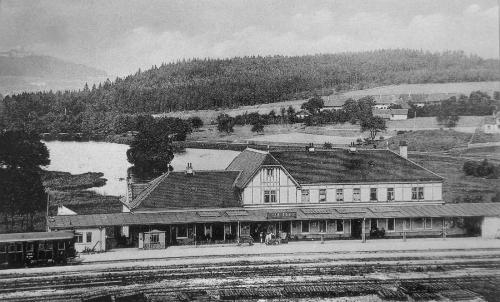 Budova byla postavena v letech 1912–1913 v secesním slohu podle návrhu architekta Jana Heindla