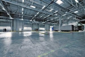 Pancierová priemyselná podlaha s vjazdom pre kamióny (zdroj: pixabay.com)