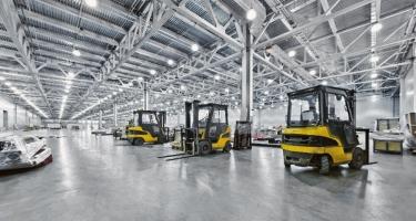 Pancierová priemyselná podlaha zaťažená vysozdvižnými vozíkmi (zdroj: pixabay.com)