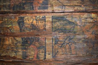 Obr. 3, 4: Nástěnné malby v interiéru objektu [4]