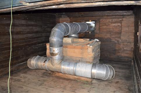 Obr. 6–9: Ustavení horkovzdušných agregátů a rozmístění skládaného hliníkového potrubí v objektu [4]