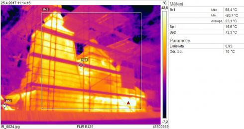 Obr. 16: Termografický snímek jižní strany objektu [4]