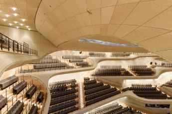 Velký koncertní sál a jeho takzvaná bílá kůže, díky které má sál výjimečně čistou akustiku foto © Michael Zapf