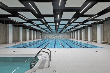 Ostrůvky TOPIQ® SONICE Element použité v plaveckém bazéně