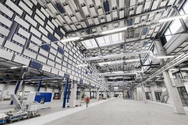 Akustické řešení v průmyslové hale se stěnovými a stropními absorbéry Heradesign®