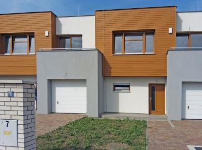 Obr. 13: Řadové domy Pitkovice