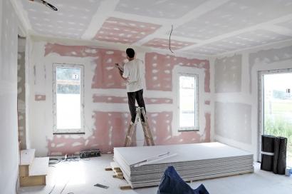 V rodinných domech pro vylepšení akustického komfortu se nejčastěji používají desky RED Piano. Bonusem je pak vyšší požární odolnost.