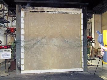 Obr. 4: Zkouška požární odolnosti stěny z cihelných bloků Heluz AKU Kompakt v akreditované laboratoři PAVUS, a. s.