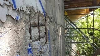 Původní stav opěry mostu před sanací