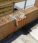 Obr. 2: Kolmé napojení AKU stěny s provázáním do vnějšího líce, každá druhá vrstva obvodového zdiva je průběžná