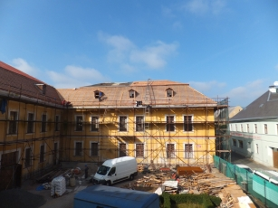 Rekonstrukce střechy zámku v Ostrově