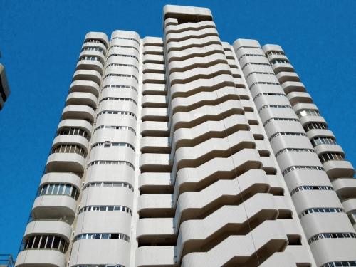 Obr. 4: Rezidenční komplex Torres Blancas v Alicante