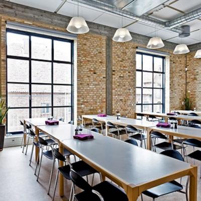 Obr. 4: Příklad použití cihel GM Re-used bricks – interiér jídelny (zdroj http://gamlemursten.dk)