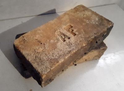 """Obr. 6: """"Fantovka"""", výrobce Adolf J. Fanta, cihelna Louny (zal. 1895 – znárodněna 1948)"""
