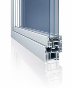 Moderní, štíhlý profilový systém Elegante s vynikajícími tepelněizolačními vlastnostmi je alternativou k hliníkovým oknům. Provedení s předsazeným křídlem.
