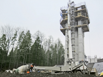 Obr. 2: Betonáž pilíře