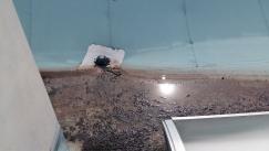 Obr. 2: Střešní vtok povytažený nad plochu střechy vlivem smrštění hydroizolační fólie