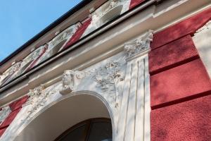 Dům v Českých Budějovicích zdobí dlouhovousá omítka ActivCem