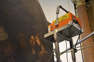 Obr. 3: RTG analýza oltářního obrazu v kostele Nalezení svatého kříže při kapucínském klášteře v Brně ve spolupráci s Moravskou galerií v Brně