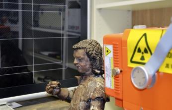 Obr. 4: RTG diagnostika spojení jednotlivých částí dřevěné sochy sv. Jiří s kopím