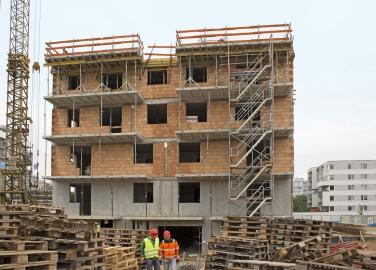 Obr. 1: Výstavba zděných bytových domů – Rakousko (Vídeň)