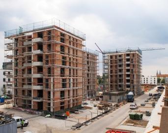 Obr. 1: Výstavba zděných bytových domů – Německo