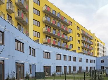 Obr. 8: Pohled na zadní stranu domu