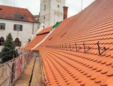 Oprava střechy paláce na hradě Bítov