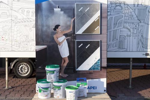 Systém stavební chemie pro instalaci vinylových dílců: Mapei 4 LVT v koupelně, vystavovatel Mapei, spol. s r. o.