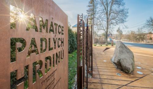 Revitalizace vstupní plochy u bludného balvanu, Ostrava