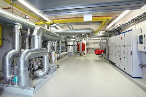 Epoxidový podkladní nátěr StoPox WG 100 a epoxidový vodný nátěr matt StoPox WE MattSiegel na podlahách energetické centrály bytových domů v Leverkusen-Opladen