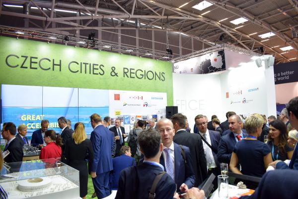 Stánek Czech Cities and Regions byl po celou dobu veletrhu dějištěm řady schůzek a jednání