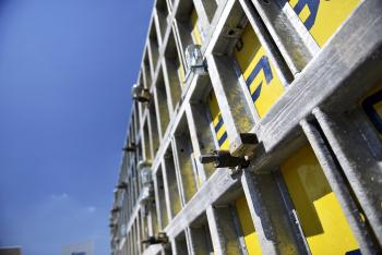 Stěnové rámové bednění Framax Xlife Plus je ideální pro realizace velkých monolitických ploch. Díky své konstrukci a zejména revoluční kónické kotvě zabere obednění jen minimum času.