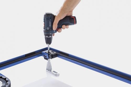 Snadná montáž. Podpěry snadno zaklapnou do správné polohy na montážním rámu. Zarovnání s výškou podlahy je možné provést pohodlně shora.
