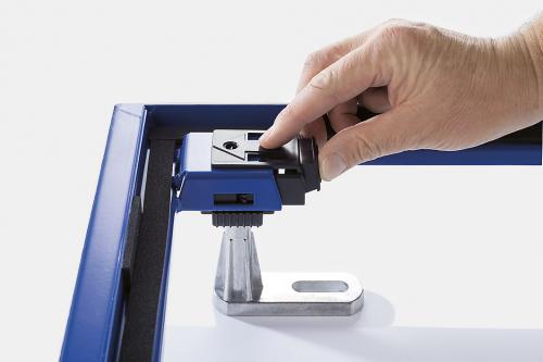 Spolehlivě upevněné. Po nastavení požadované výšky se podpěry bezpečně zafixují pomocí zarážek.