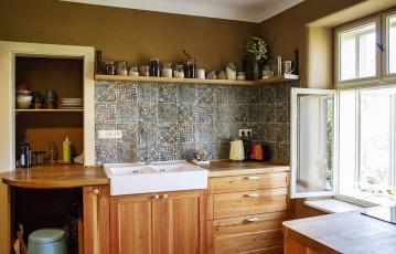 Interiéry s příčkami z nepálených cihel Heluz Nature Energy s hliněnou omítkou