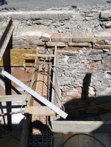 Obr. 17: Ukotvení zdiva do věnce nad příčnou zdí
