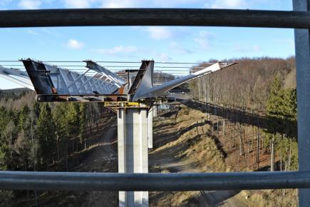 Obr. 3: Ocelová konstrukce mostu