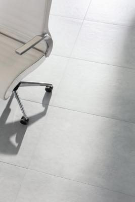 Podlahová série Extra je doplněná o výrobky ve formátech 60x120 cm, popřípadě 80x80 a 40x80 cm