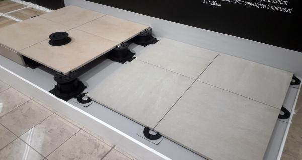 Série RAKO Outdoor – slinuté dlaždice tl. 2 cm pro venkovní použití, lze je položit přímo do terénu nebo na plastové terče