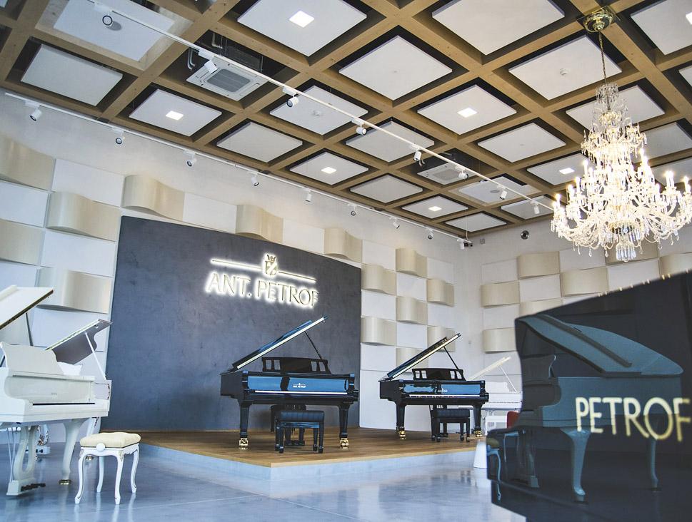 Konverze skladové haly na prodejní a kulturní centrum