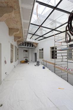 Obr. 6: Vložené patro krátce po instalaci pavlače