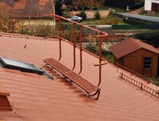 Bezpečný pohyb po střeše zajistí jedině kvalitní střešní doplňky a jejich pravidelná revize