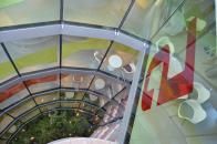 Cílem rekonstrukce bylo modernizovat komplex, dodat mu více přirozeného světla, transparentnost aočistit azachovat prvky prvotřídního Gočárova designu