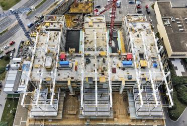 Obr. 19: Staveniště v době výstavby konzol