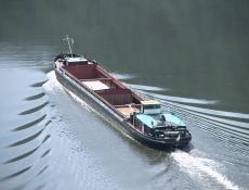 Stavbaři začali prohlubovat koryto Vltavy, navýší kapacity lodí