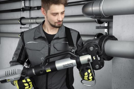S nástrojem Viega Pressgun Press Booster lze pohodlně a rychle lisovat ocelové trubky v dimenzích až do 4 palců