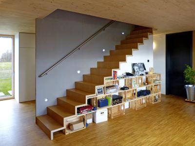 Obr. 10: Dominanta interiéru – nábytková vestavba se schodištěm