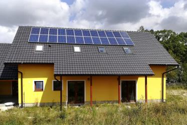 Obr. 1: Novostavba rodinného domu v Hamrech u Hlinska s demonstračním energetickým systémem