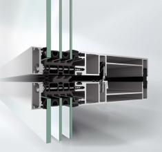 Nová fasáda Schüco UDC 80 nastavuje nový standard energetické úspornosti, s hodnotami Uf do 0,86 W/m².K včetně vlivu spojovacích prvků
